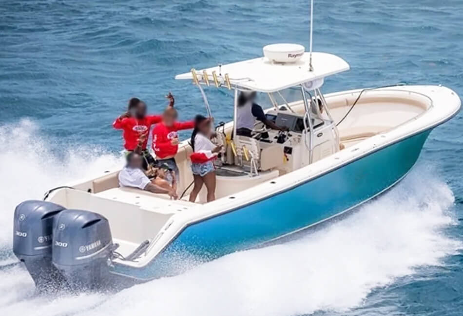 31 ft Pursuit Center Console
